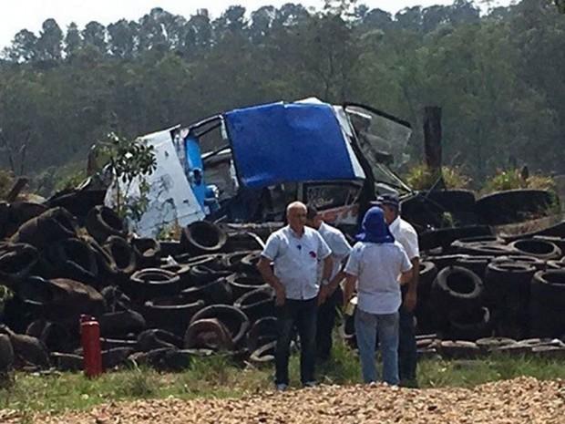 Carro de André Minoru bateu contra barreira de pneus em Piracicaba (Foto: Piranot)