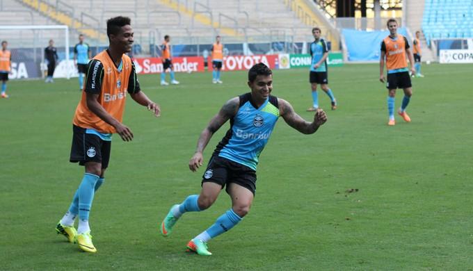 Dudu e Wendell em treino do Grêmio (Foto: Diego Guichard)