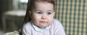 Família real britânica divulga  novas fotos da princesa Charlotte (Duchess of Cambridge via AP)