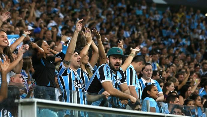 Torcedores apoiam o Grêmio na Arena (Foto: Diego Guichard)