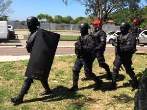 Policiais participaram do treinamento, que aconteceu na Barra da Tijuca, Zona Oeste do Rio. (Foto: Guilherme Brito/ G1)