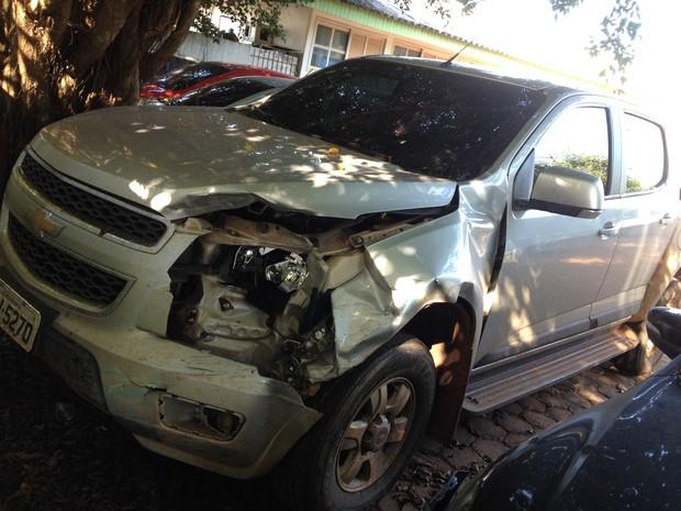 A camionete havia sido roubada na zona rural de Rio Branco e foi recuperada em Guajará-Mirim. (Foto: Junior Freitas/G1)
