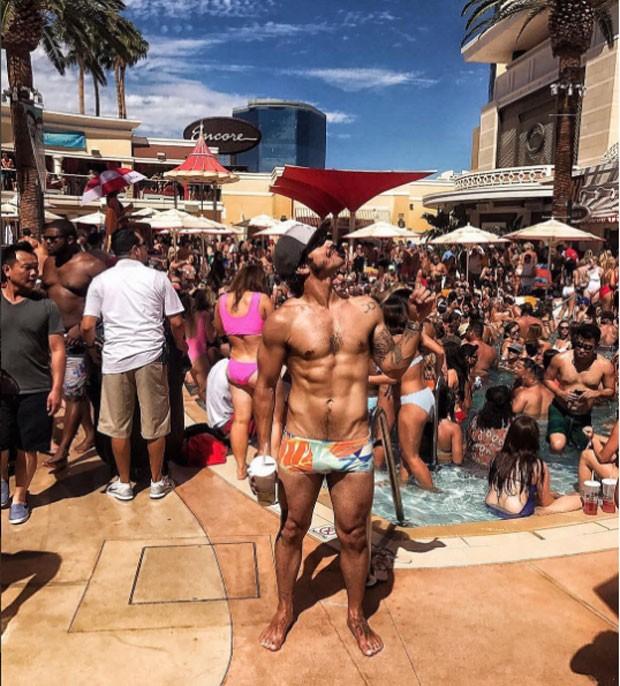 Caio: pool party em Las Vegas (Foto: Reprodução Instagram)