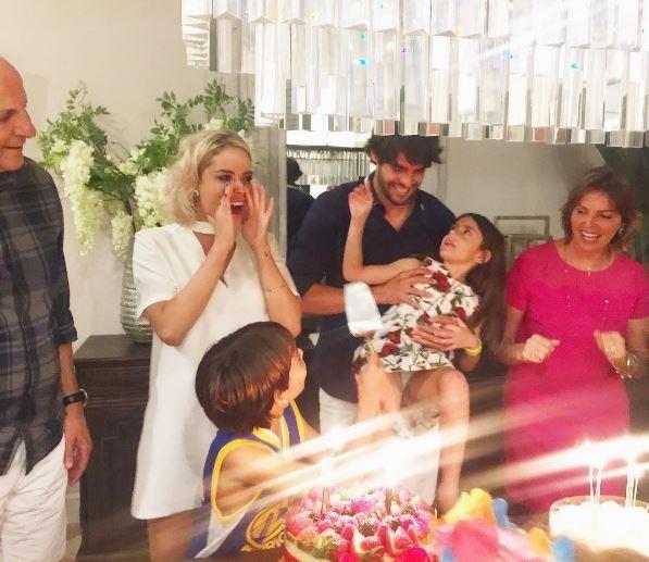 Kaka celebra aniversário com namorada modelo e família  (Foto: Reprodução/Instagram)