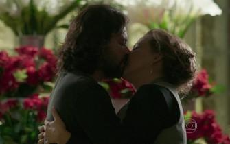 Bernardo e Emília marcam um encontro a sós