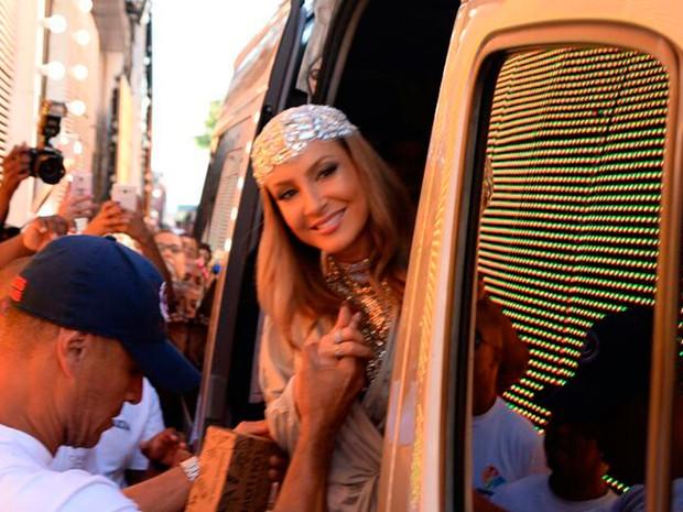 Claudia Leitte chega na Barra (Foto: Elias Dantas/Ag. Haack)