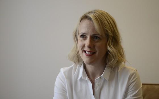 A escritora britânica Jojo Moyes. Ela esteve no Brasio no início de maio (Foto: Reprodução)