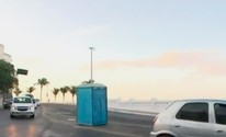 Banheiro químico  é esquecido na rua (Reprodução/TV Bahia)
