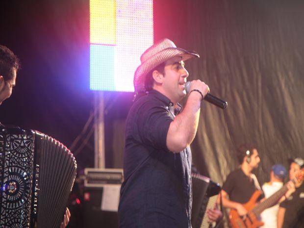 Galã do Brega grava DVD durante show (Foto: Neto Carvalho/G1)