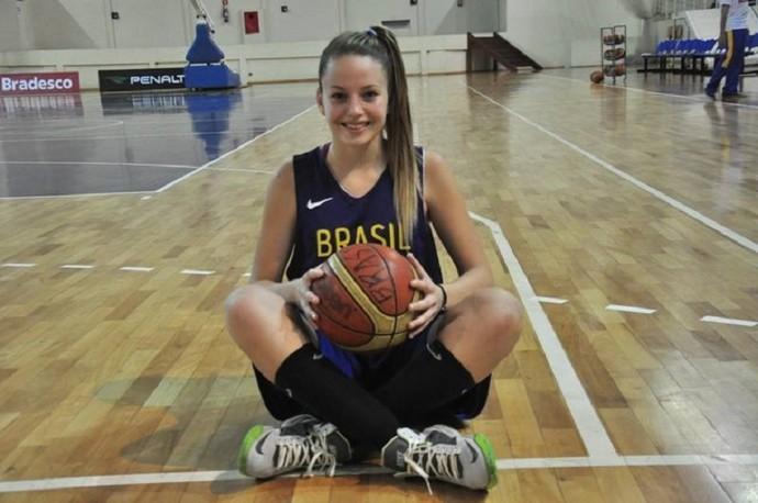 Clarissa Carneiro, basquete de Venceslau, na seleção brasileira sub-15 (Foto: CBB / Divulgação)