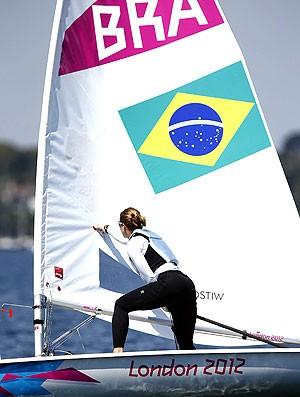 Adriana Kostiw no treino vela Londres (Foto: EFE)
