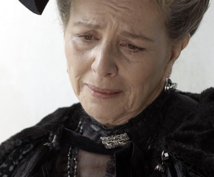 Vitória fica decepcionada ao descobrir que o homem do sanatório não é Bernardo (Foto: TV Globo)
