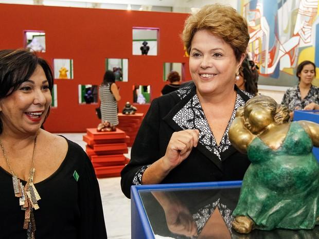 """A presidente Dilma Rousseff participou nesta terça-feira (8) da abertura da exposição """"Mulheres do Brasil"""", da escultora Eliana Kertész, que ficará aberta ao público até 8 de novembro no Palácio do Planalto (Foto: Roberto Stuckert Filho/PR)"""