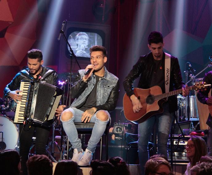 Lucas Lucco se apresenta na gravação do programa Altas Horas (Foto: Marcos Mazini/Gshow)