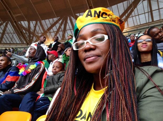 A advogada Zodwa Sibanda durante homenagem a Mandela nesta terça-feira (10) (Foto: Giovana Sanchez/G1)