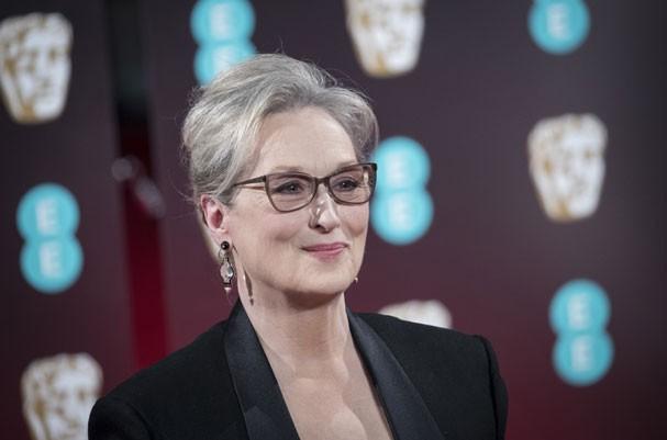 Meryl Streep diz que o diretor criativo da Chanel mentiu em sua entrevista ao WWD e ainda está aguardando um pedido de desculpas do estilista (Foto: John Phillips/Getty Images)