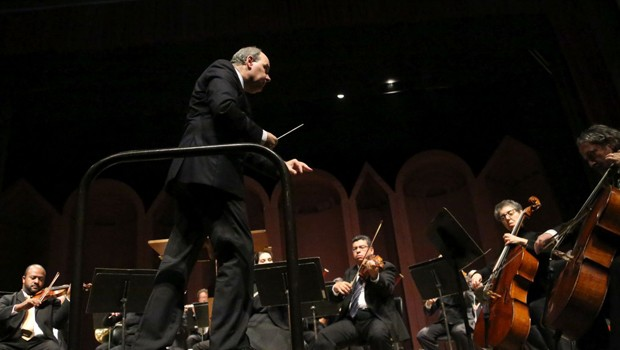 Orquestra Sinfônica do Paraná executa ciclo sinfônico de Smetana (Foto: Fernanda Castro/ Divulgação)