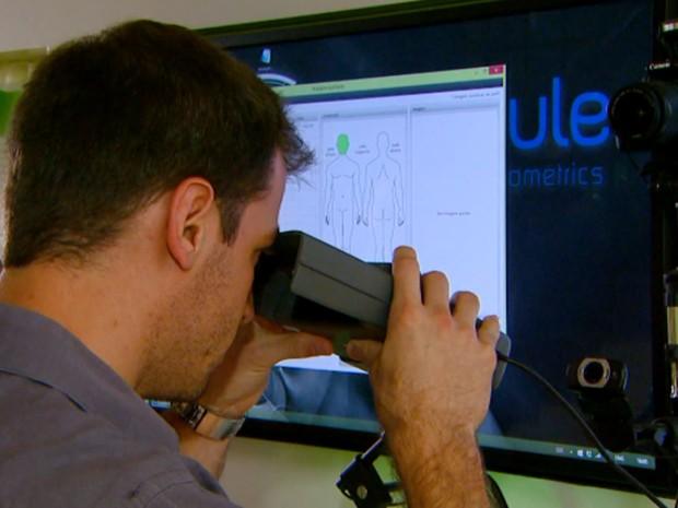 Tecnologia desenvolvida por empresa de Campinas permite identificação por retina (Foto: Reprodução / EPTV)