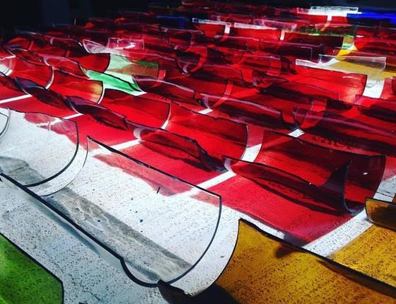 Peças de vidro produzidas na Fábrica de Vidro da ONG Cidade Palmares (Foto: Divulgação)