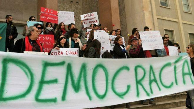 Brasileiros se manifestaram contra o impeachment da presidente (Foto: Mamede Filho)