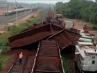 Trem de passageiros da Vale descarrila e tomba no Maranhão
