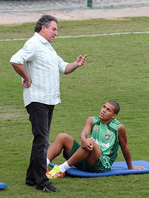 Abel Braga e Carleto Conversando no Treino (Foto: Ivo Gonzalez / Agência O Globo)