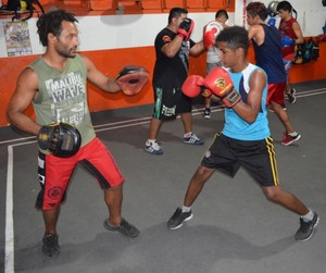 O treinador Mikail Reis e o atleta Pablo (Foto: Tércio Neto/GloboEsporte.com)