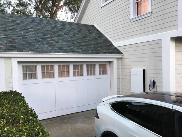 Tesla venderá telhado que gera energia e recarregador de parede (Foto: REUTERS/Nichola Groom)