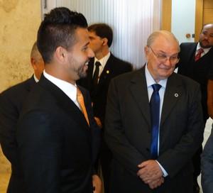 Fábio recebe título de cidadão honorário de Minas Gerais (Foto: Maurício Paulucci)