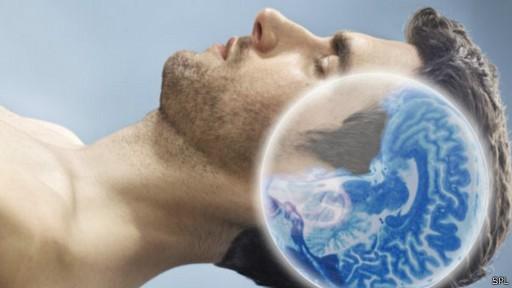 O sistema glymphatic funciona dez vezes mais durante o sono, hora da 'limpeza' (Foto: SPL/BBC)
