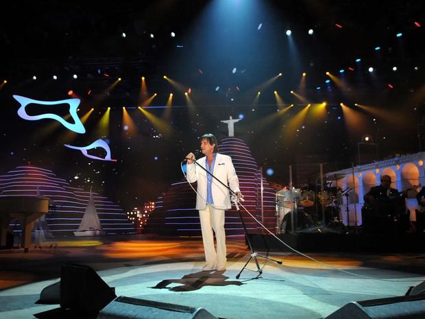 O cantor Roberto Carlos durante a gravação do tradicional especial de fim de ano para a TV Globo: cenário contou com paisagens características do Rio de Janeiro (Foto: Alexandre Durão/G1)