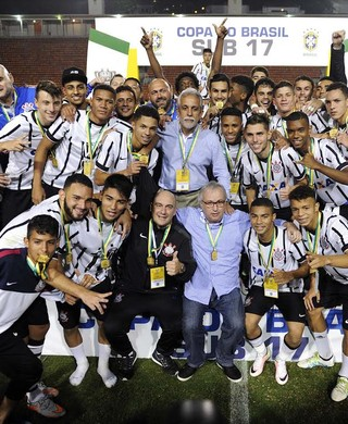 Corinthians campeão sub-17 (Foto: Marcos Ribolli)