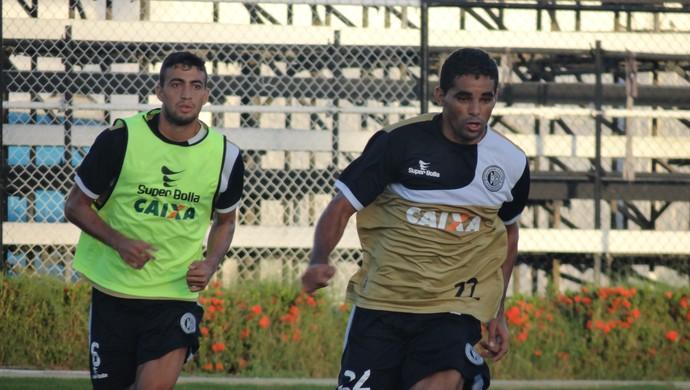 Everton e Cal, jogadores do ASA (Foto: Leonardo Freire/GloboEsporte.com)