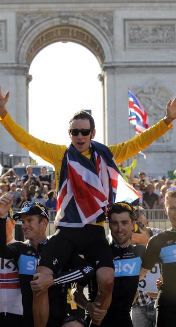 Bradley Wiggins ao vencer o Tour de France, em 2012