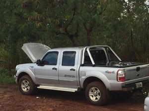 Caminhonete foi localizada em área rural entre Córrego Danta e Lagoa da Prata (Foto: Anderson Júnior/Veredas FM)