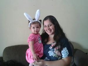Diferente: Mãe brinca e veste filha de coelhinho para Páscoa (Foto: Cristiane Mendes/G1)
