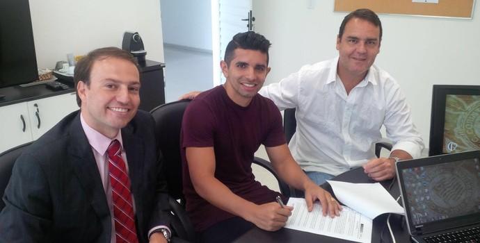 Guilherme com o advogado Diogo Souza e o empresário Ivan Suárez (Foto: Divulgação)