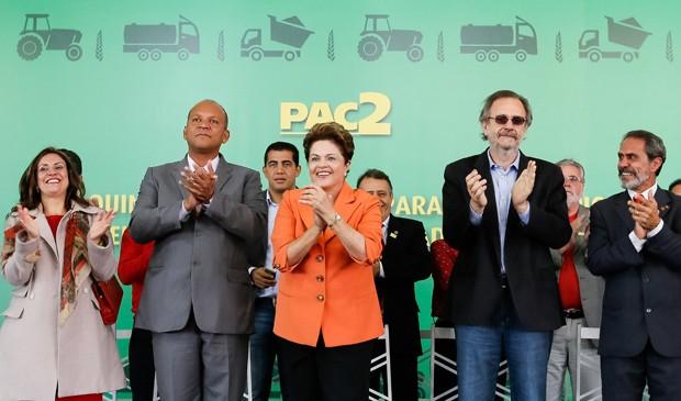 Dilma Rousseff durante cerimônia de entrega de máquinas em Poços de Caldas (Foto: Roberto Stuckert Filho/PR)
