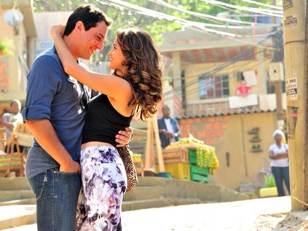Rodrigo Lombardi e Nanda Costa gravam cenas no Projac (Foto: João Miguel Jr. / Rede Globo)