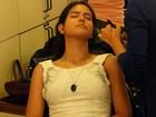 Antonia Morais é maquiada para aparecer linda no palco do Domingão