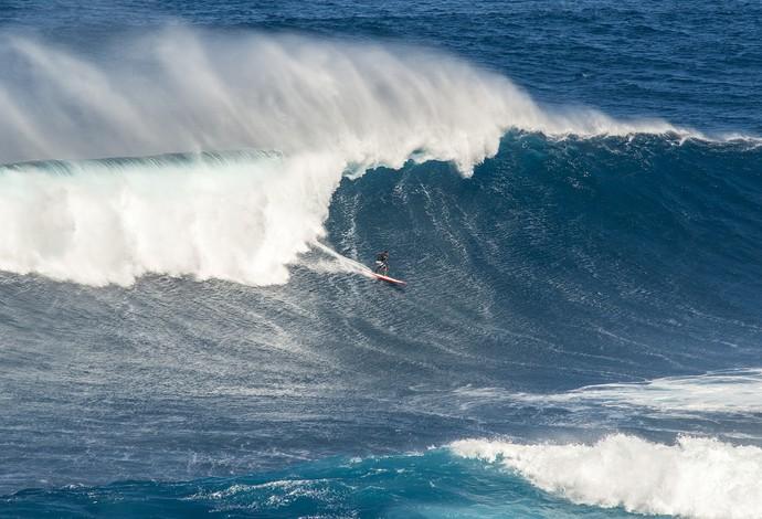 Wiggolly Dantas Guigui surfando em Jaws, em Maui, no Havaí (Foto: Pedro Gomes Photography)