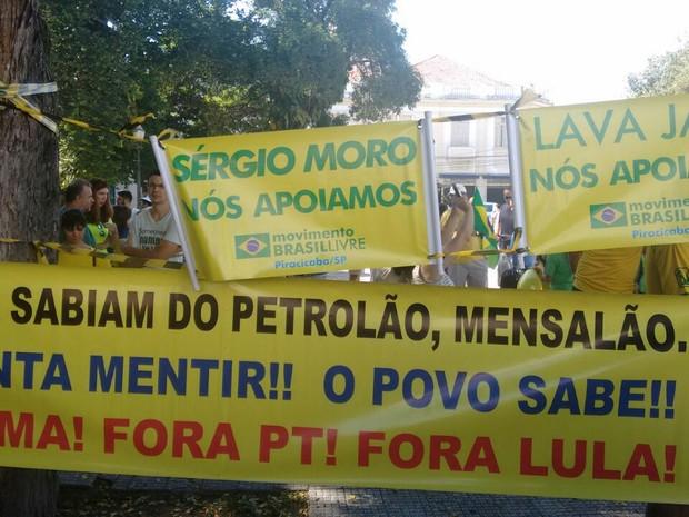 Faixas com mensagens de apoio a Sérgio Moro em Piracicaba (Foto: Edijan Del Santo/ EPTV)