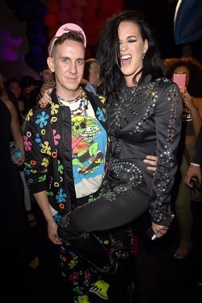 Jeremy Scott  e Katy Perry em desfile em Los Angeles, nos Estados Unidos (Foto: Kevin Winter/ Getty Images/ AFP)