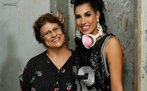 Juliana Dias com a mãe (Foto: Anderson Barros / Paparazzo)
