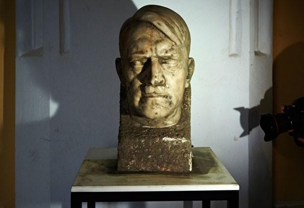 8c67bf757 G1 - Busto de Hitler feito por seu  escultor oficial  é achado na ...