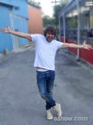 Osmar é só alegria nas primeiras gravações (Foto: Em Família/ TV Globo)