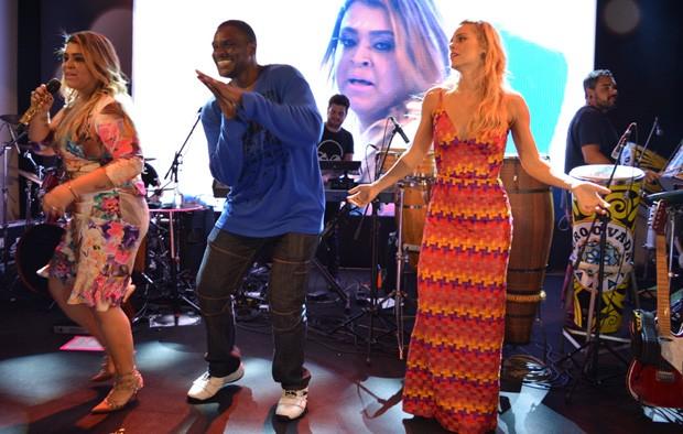 Preta Gil, Jacaré e Carolina Dieckmann (Foto: Felipe Souto Maior/AgNews)