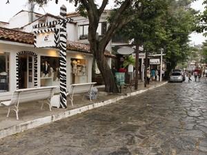 Rua das Pedras é um dos pontos turísticos tradicionais de Búzios (Foto: Cris Isidoro/Diadorim Ideias)