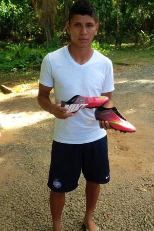 Chuteira Jeam presente de Guilherme (Foto: Divulgação)