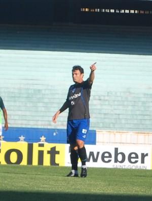 Kleber pede bola em jogo-treino do Grêmio (Foto: Hector Werlang/Globoesporte.com)